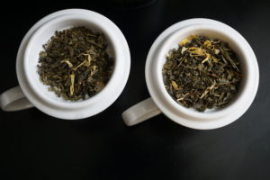 Thes de la Pagode Edition Prestige Dragon Fruit and Marigold Green Tea Bag Left Full Right Image 3