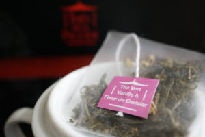 Thes de la Pagode Vanilla and Cherry Blossom Green Tea Blend Image 1